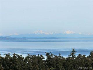 Photo 3: 858 Seamist Crt in VICTORIA: SE Cordova Bay House for sale (Saanich East)  : MLS®# 638215
