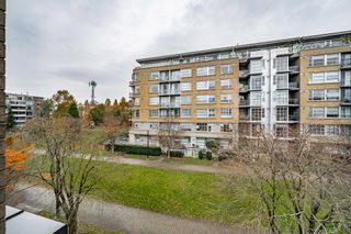 "Photo 15: 301 2175 SALAL Drive in Vancouver: Kitsilano Condo for sale in ""SAVONA"" (Vancouver West)  : MLS®# R2517640"