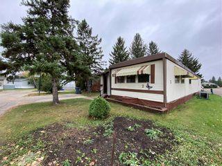 Photo 1: 2 Springwood Drive in Winnipeg: South Glen Residential for sale (2F)  : MLS®# 202124994