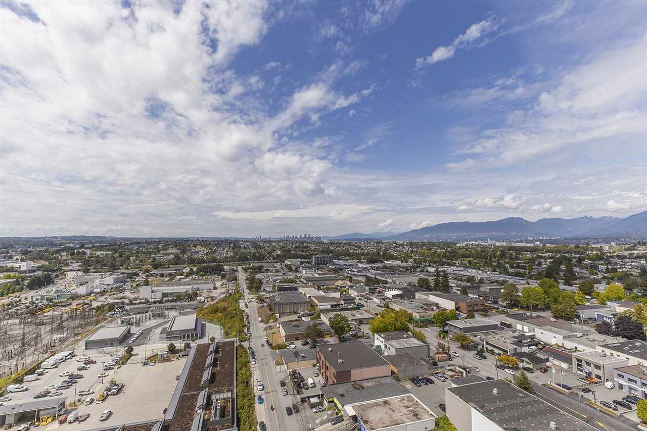 """Photo 15: Photos: 2105 1788 GILMORE Avenue in Burnaby: Brentwood Park Condo for sale in """"Escala"""" (Burnaby North)  : MLS®# R2396907"""