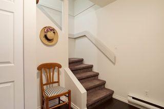 Photo 2: 1459 MERKLIN STREET: White Rock Home for sale ()  : MLS®# R2012849