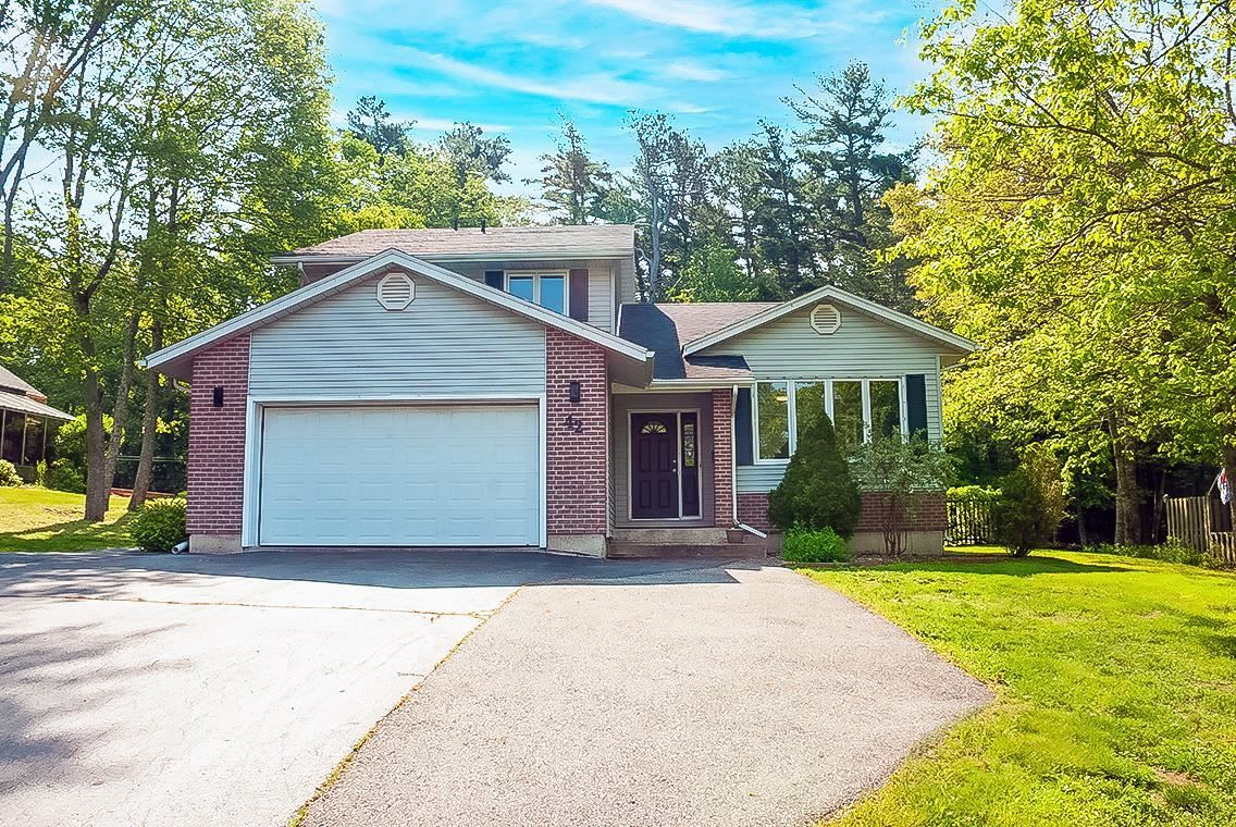 Main Photo: 42 Streatch Drive in Bridgewater: 405-Lunenburg County Residential for sale (South Shore)  : MLS®# 202114286