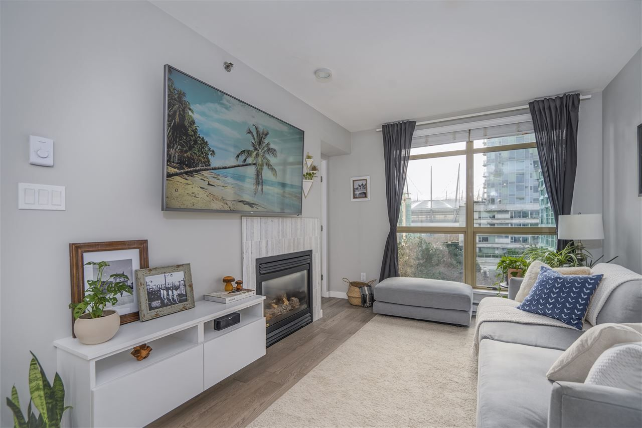 Main Photo: 703 819 HAMILTON STREET in Vancouver: Yaletown Condo for sale (Vancouver West)  : MLS®# R2542171