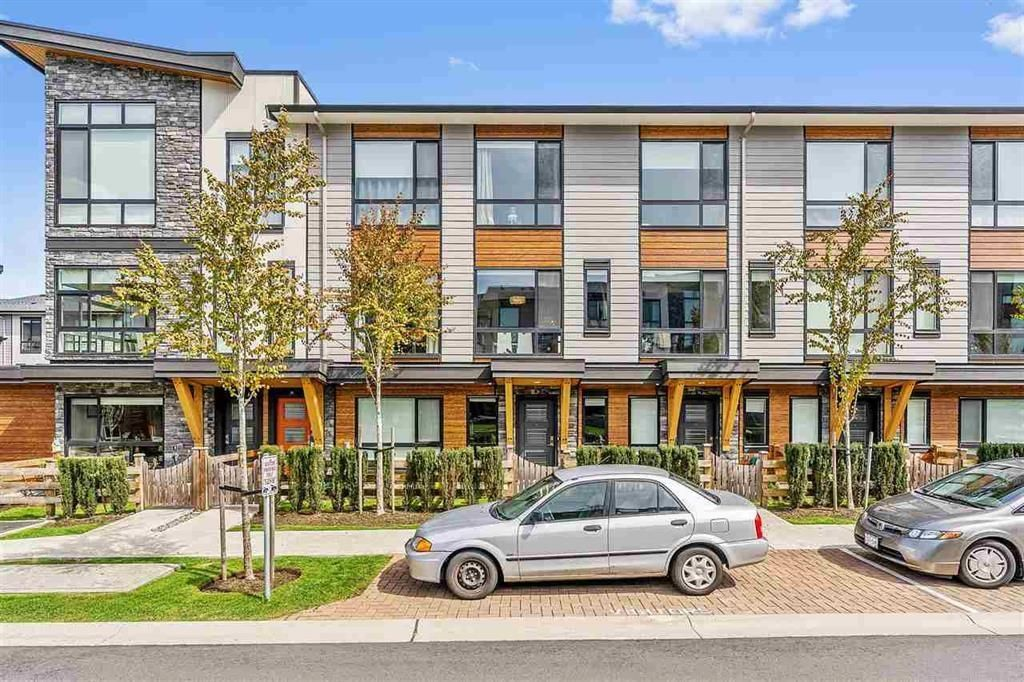 """Main Photo: 58 16488 64 Avenue in Surrey: Cloverdale BC Townhouse for sale in """"Harvest"""" (Cloverdale)  : MLS®# R2617314"""