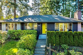 Photo 2: 2404 Alpine Cres in Saanich: SE Arbutus House for sale (Saanich East)  : MLS®# 837683