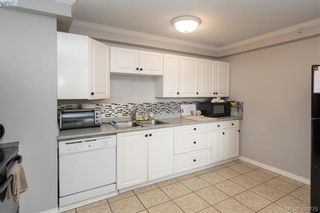 Photo 2: 19 4061 Larchwood Dr in VICTORIA: SE Lambrick Park Row/Townhouse for sale (Saanich East)  : MLS®# 808408