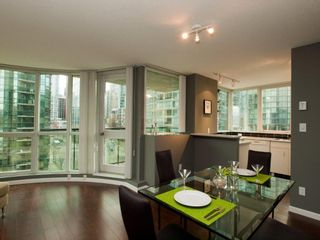 """Photo 24: 606 588 BROUGHTON Street in Vancouver: Coal Harbour Condo for sale in """"HARBOURSIDE PARK"""" (Vancouver West)  : MLS®# V929712"""