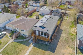 Photo 3: 323 V Avenue South in Saskatoon: Pleasant Hill Residential for sale : MLS®# SK856247