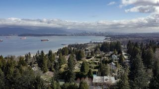 """Photo 3: 1784 DRUMMOND Drive in Vancouver: Point Grey House for sale in """"Point Grey"""" (Vancouver West)  : MLS®# R2624427"""