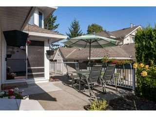 "Photo 2: 29 8737 212 Street in Langley: Walnut Grove Townhouse for sale in ""Chartwell Green"" : MLS®# R2482959"