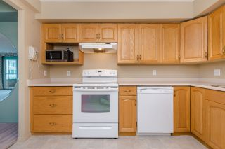 """Photo 7: 902 3170 GLADWIN Road in Abbotsford: Central Abbotsford Condo for sale in """"Regency Park Towers"""" : MLS®# R2327745"""