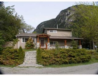 Photo 1: 38140 LOMBARDY Crescent in Squamish: Valleycliffe House for sale : MLS®# V767008