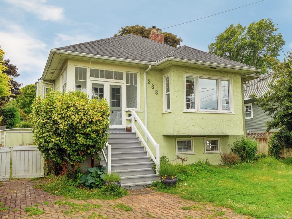 Main Photo: 388 King George Terr in Oak Bay: OB Gonzales House for sale : MLS®# 841032
