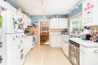 Photo 17: 15500 OXENHAM Avenue: White Rock House for sale (South Surrey White Rock)  : MLS®# R2620472