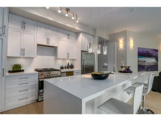 """Photo 5: 201 2028 YORK Avenue in Vancouver: Kitsilano Townhouse for sale in """"YORK"""" (Vancouver West)  : MLS®# V1071116"""