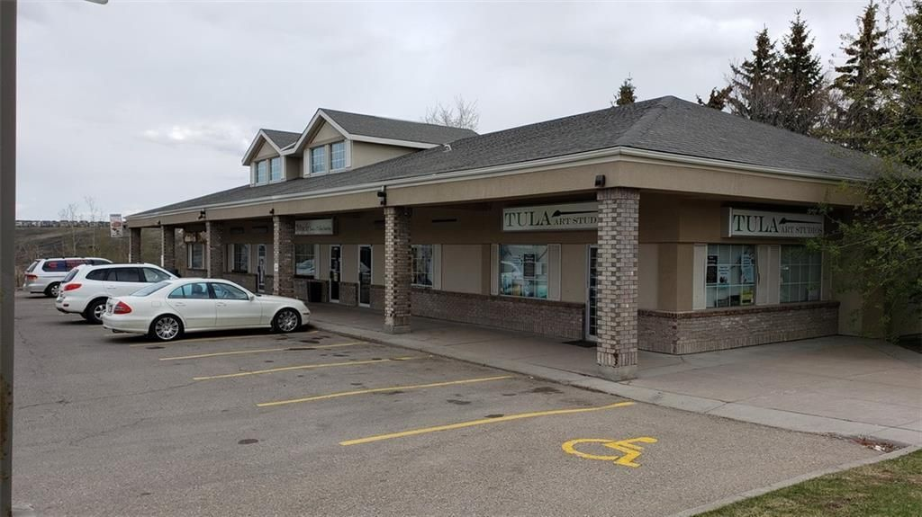 Main Photo: 10105 Hidden Valley Dr NW Street NW in Calgary: Hidden Valley Retail for lease : MLS®# C4282513