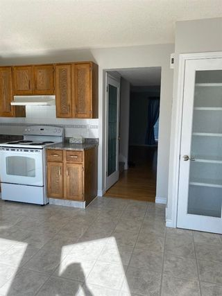 Photo 3: 554 STRATHCONA Drive SW in Calgary: Strathcona Park Semi Detached for sale : MLS®# A1020759