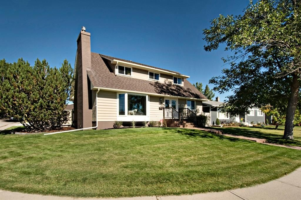 Main Photo: 3216 Lancaster Way SW in Calgary: Lakeview Detached for sale : MLS®# A1106512