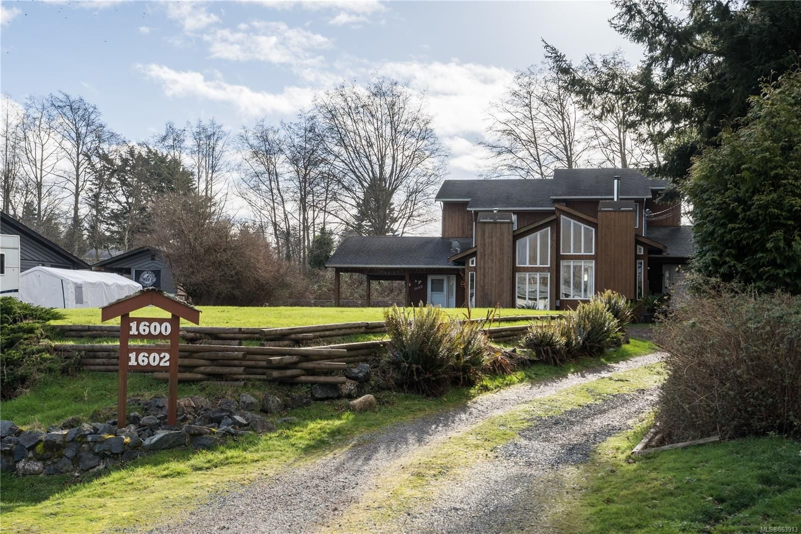 Main Photo: 1600 ONeill Rd in Sooke: Sk Whiffin Spit Half Duplex for sale : MLS®# 863913