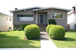 Photo 1: 736 W 66th Avenue in Vancouver: Home for sale : MLS®# V833696