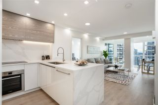 """Photo 3: 2606 939 HOMER Street in Vancouver: Yaletown Condo for sale in """"THE PINNACLE"""" (Vancouver West)  : MLS®# R2555525"""