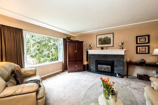 Photo 3: 742 Wellington Drive in North Vancouver: Lynn Valley House for sale : MLS®# R2143780