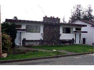 Photo 1: 901/901A Forshaw Rd in VICTORIA: Es Kinsmen Park Full Duplex for sale (Esquimalt)  : MLS®# 304362