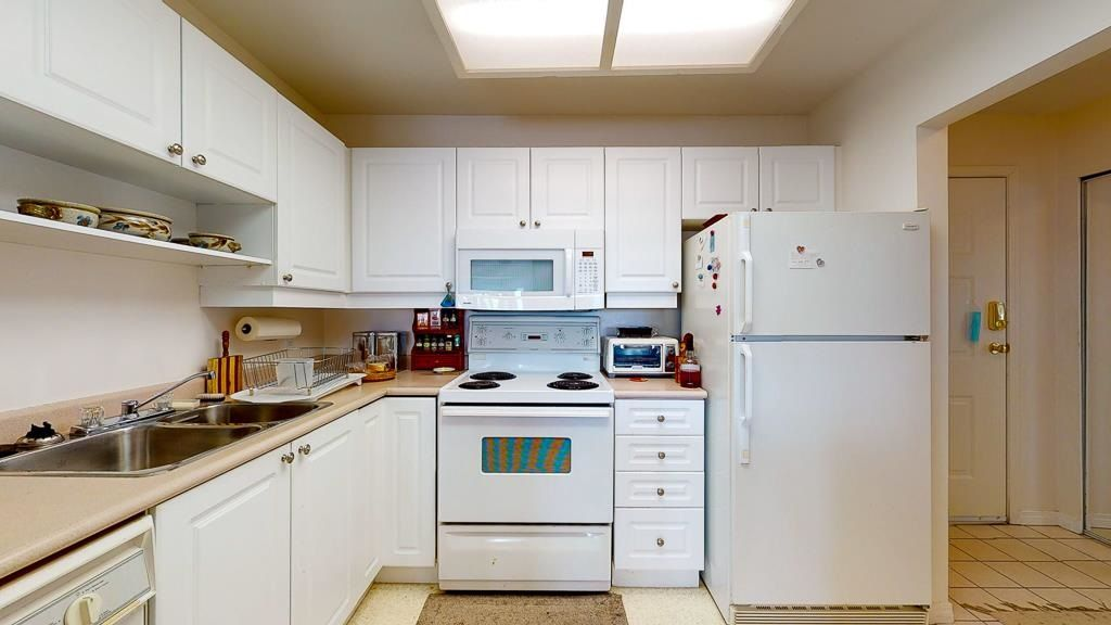 "Photo 11: Photos: 308 5711 MERMAID Street in Sechelt: Sechelt District Condo for sale in ""MERMAID BUILDING"" (Sunshine Coast)  : MLS®# R2593663"