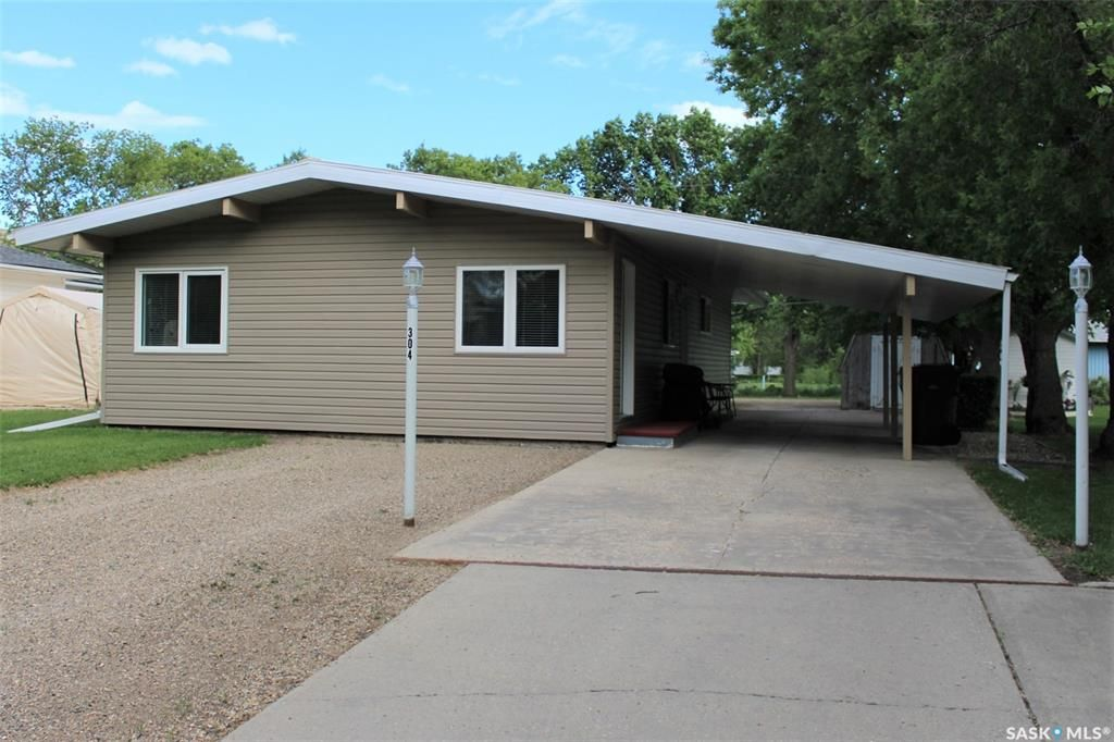 Main Photo: 304 Second Avenue in Lampman: Residential for sale : MLS®# SK860536