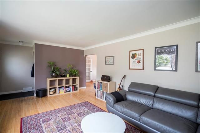 Photo 2: Photos: 171 Thompson Drive in Winnipeg: Woodhaven Residential for sale (5F)  : MLS®# 1923784