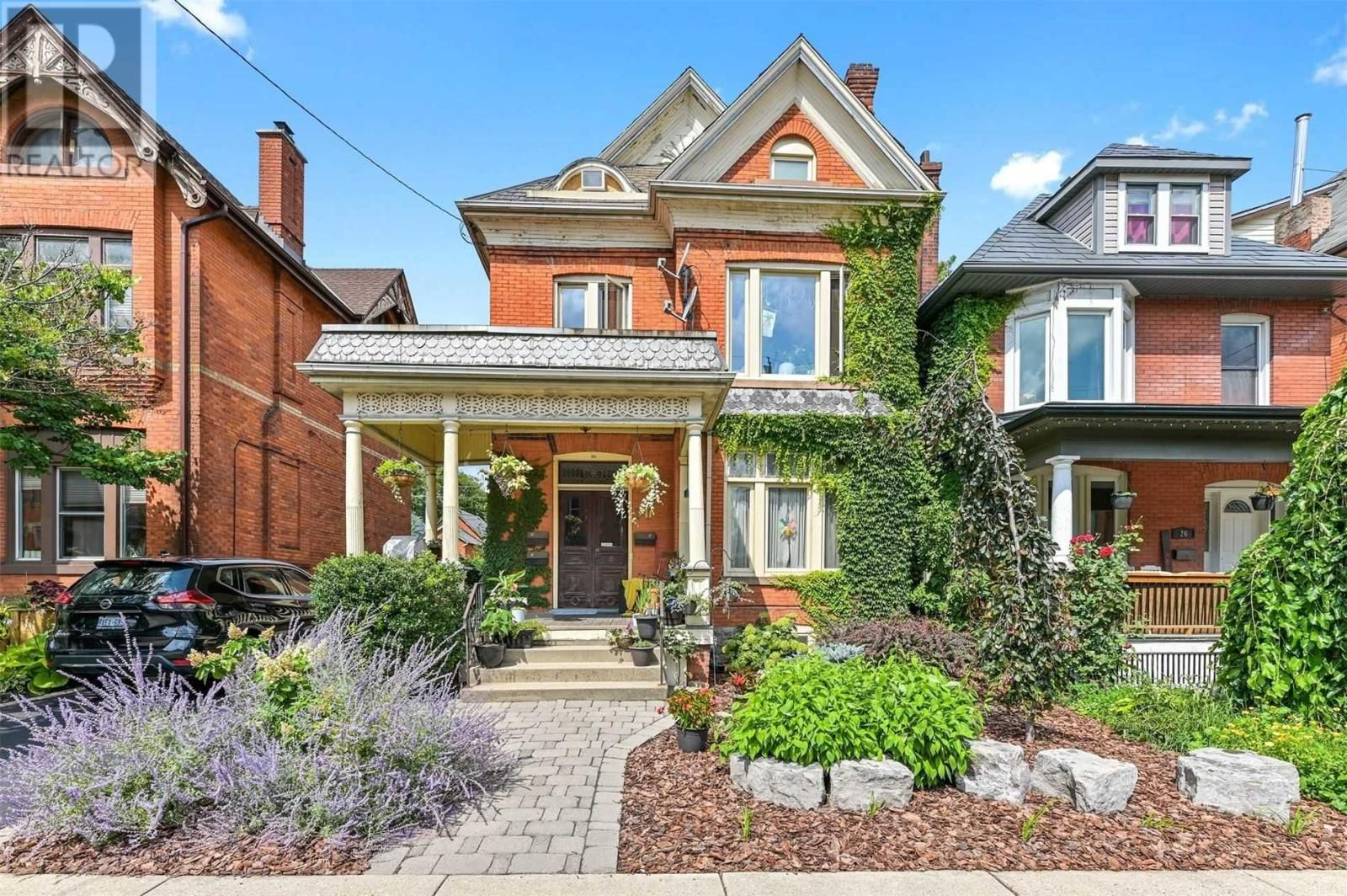 Main Photo: 30 ONTARIO AVE in Hamilton: House for sale : MLS®# X5372073