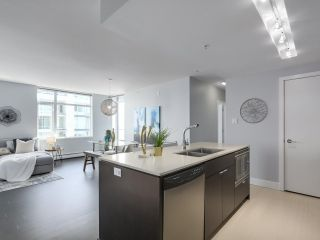 """Photo 7: 1606 1320 CHESTERFIELD Avenue in North Vancouver: Central Lonsdale Condo for sale in """"Vista Place"""" : MLS®# R2355353"""
