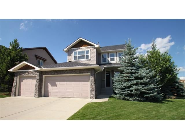 A rare affordable 2 storey house with triple cars garage!