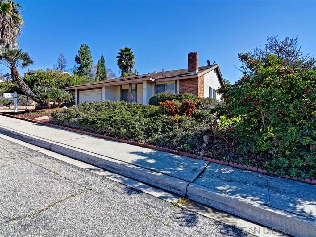 Main Photo: NORTH ESCONDIDO House for rent : 2 bedrooms : 1990 Golden Circle Drive in Escondido