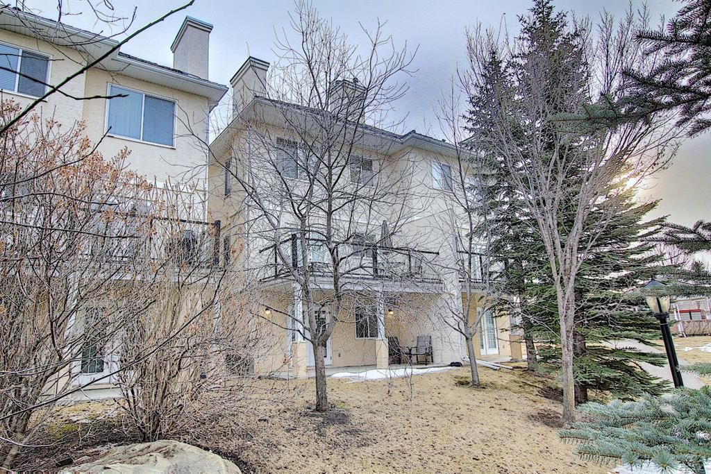 Main Photo: 11 Sierra Morena Landing SW in Calgary: Signal Hill Semi Detached for sale : MLS®# A1116826