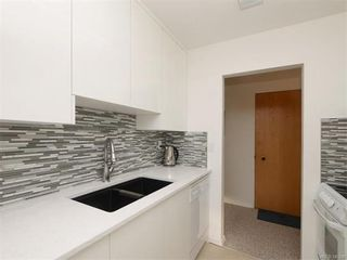 Photo 5: 403 25 Government St in VICTORIA: Vi James Bay Condo for sale (Victoria)  : MLS®# 749293