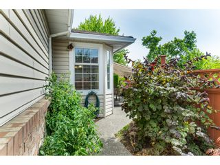"""Photo 2: 7 9163 FLEETWOOD Way in Surrey: Fleetwood Tynehead Townhouse for sale in """"Beacon Square"""" : MLS®# R2387246"""