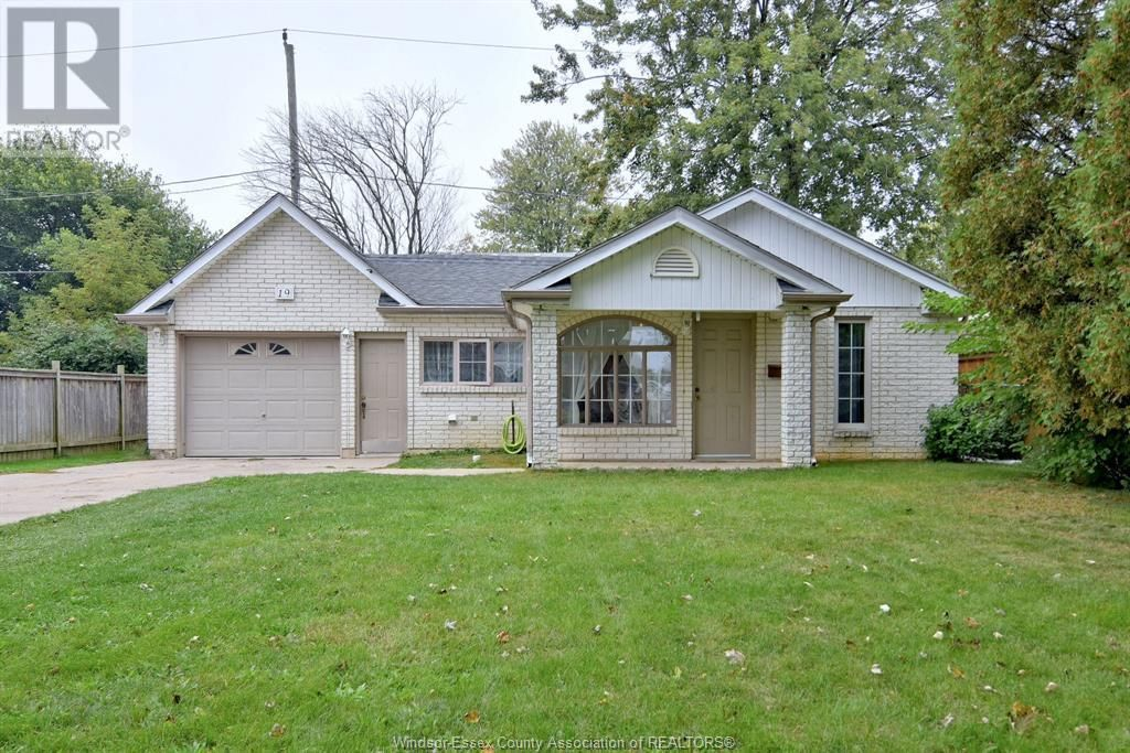 Main Photo: 19 WESTMORELAND in Leamington: House for sale : MLS®# 21019907