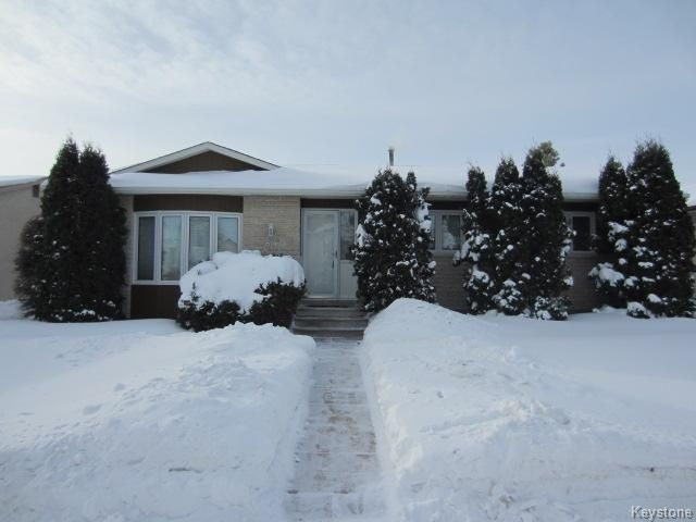 Main Photo: 840 Templeton Avenue in Winnipeg: Single Family Detached for sale (Newer Garden City)  : MLS®# 1301616
