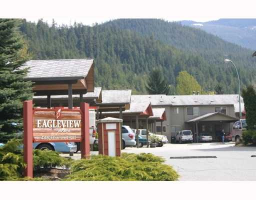 """Main Photo: 30 41450 GOVERNMENT Road: Brackendale Townhouse for sale in """"EAGLEVIEW"""" (Squamish)  : MLS®# V715909"""