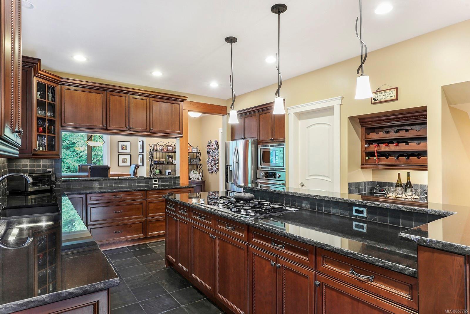 Photo 8: Photos: 1516 Highridge Dr in : CV Comox (Town of) House for sale (Comox Valley)  : MLS®# 857765