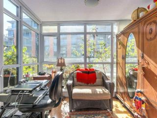 """Photo 6: 375 2080 W BROADWAY in Vancouver: Kitsilano Condo for sale in """"PINNACLE LIVING ON BROADWAY"""" (Vancouver West)  : MLS®# R2211453"""
