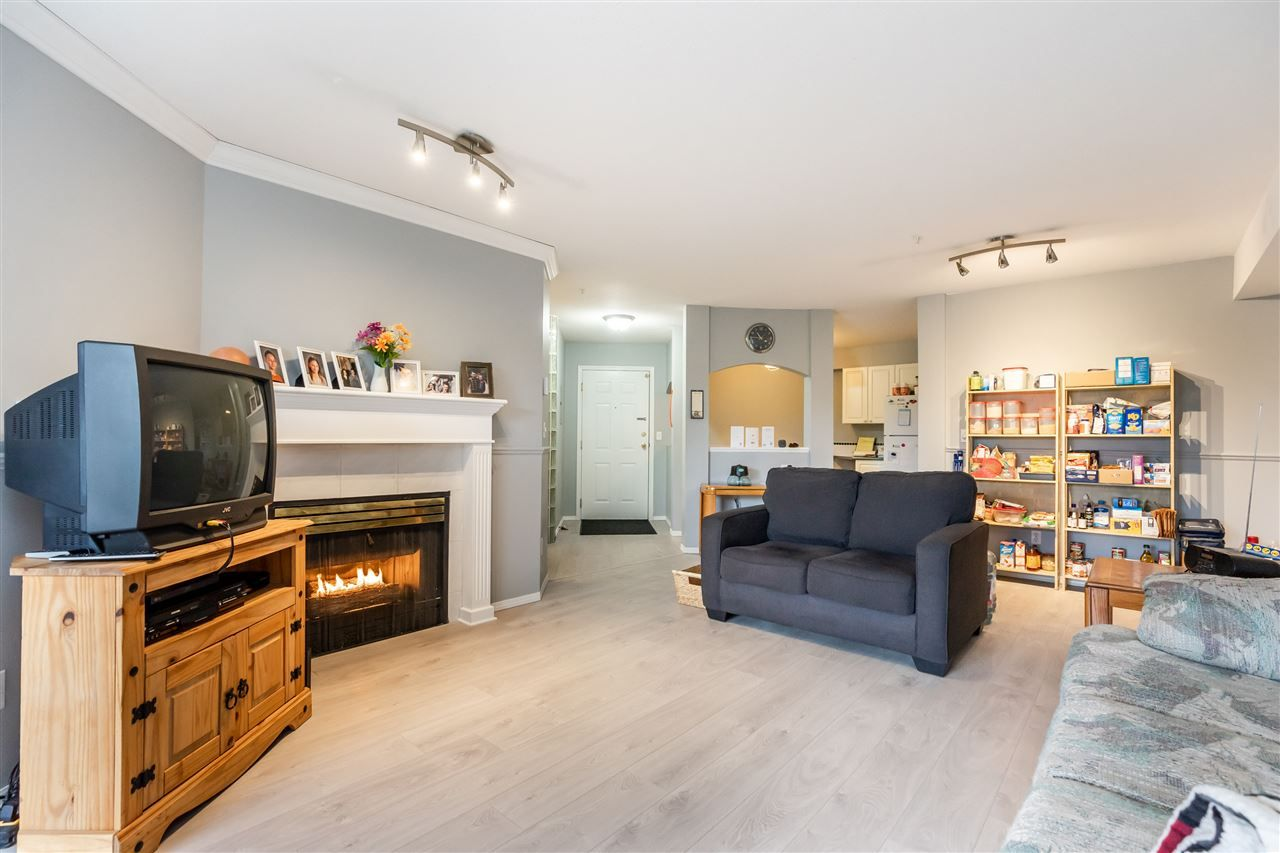 """Photo 5: Photos: 114 2750 FAIRLANE Street in Abbotsford: Central Abbotsford Condo for sale in """"The Fairlane"""" : MLS®# R2543289"""