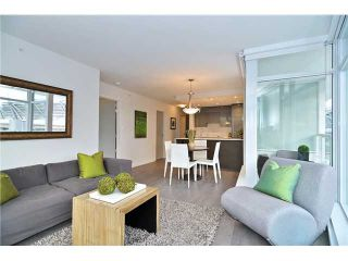 """Photo 2: 2308 161 W GEORGIA Street in Vancouver: Downtown VW Condo for sale in """"Cosmo"""" (Vancouver West)  : MLS®# R2032266"""