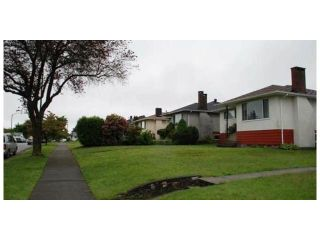 Photo 3: 2449 E 53RD Avenue in Vancouver: Killarney VE House for sale (Vancouver East)  : MLS®# V1047067
