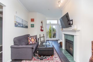 """Photo 3: 411 3638 W BROADWAY in Vancouver: Kitsilano Condo for sale in """"CORAL COURT"""" (Vancouver West)  : MLS®# R2461074"""