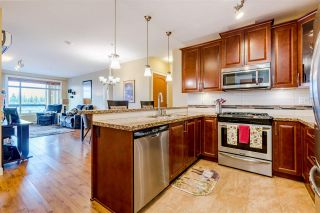 """Photo 5: 523 8067 207 Street in Langley: Willoughby Heights Condo for sale in """"Yorkson Creek - Parkside 1 (Bldg A)"""" : MLS®# R2451960"""