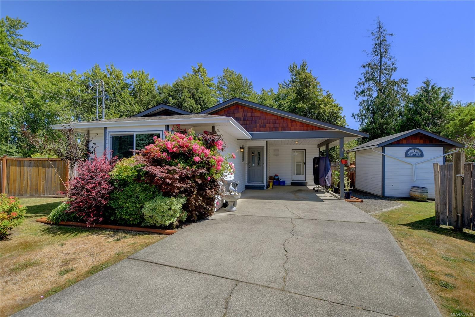 Main Photo: 7033 Brooks Pl in : Sk Whiffin Spit House for sale (Sooke)  : MLS®# 850619