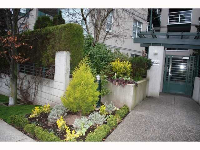 FEATURED LISTING: 301 - 2525 4TH Avenue West Vancouver