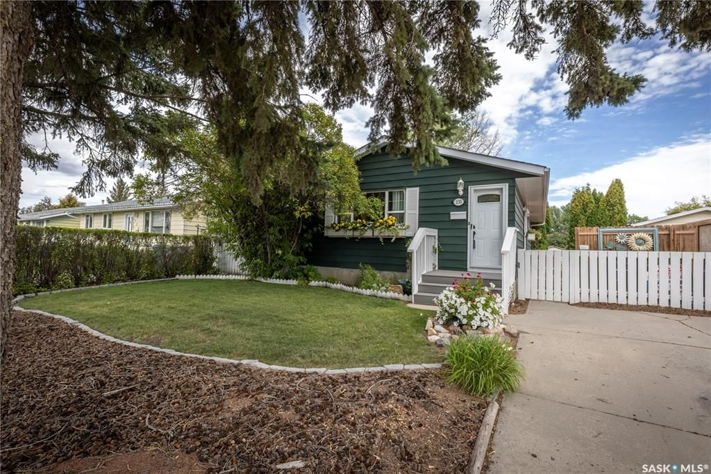 Main Photo: 133 Lloyd Crescent in Saskatoon: Pacific Heights Residential for sale : MLS®# SK869873